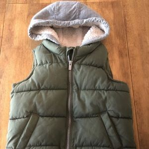 Boys 5T Old Navy Puffer Vest